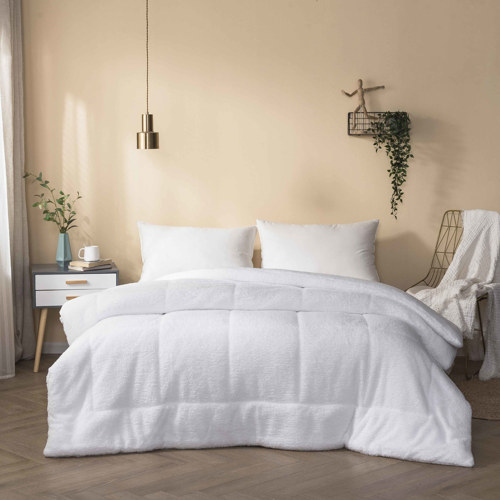 Ultra-Soft Warm White Faux Sherpa Fleece Comforter